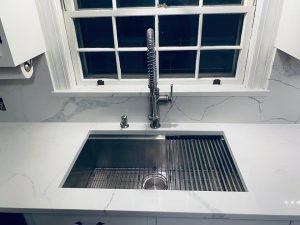 Statuario Quartz with zero radius sink